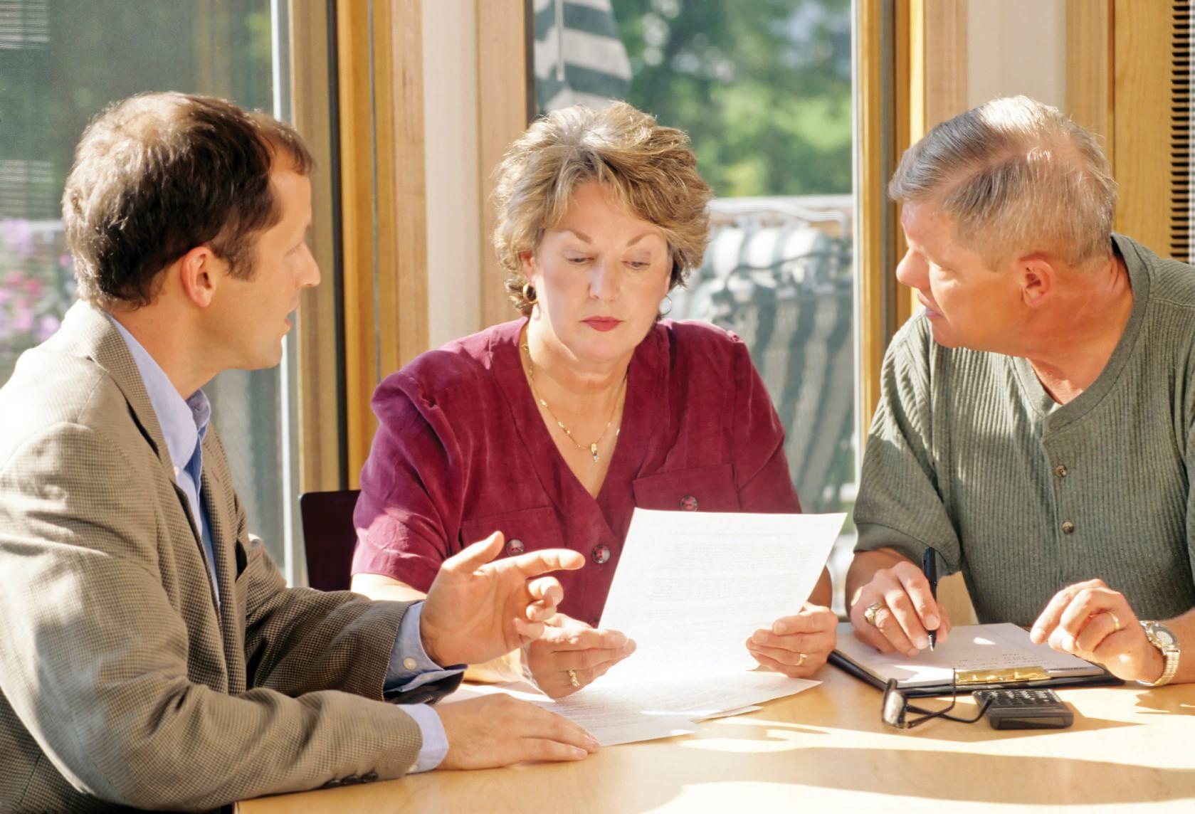 Муж с женой оспаривают наследство у адвоката
