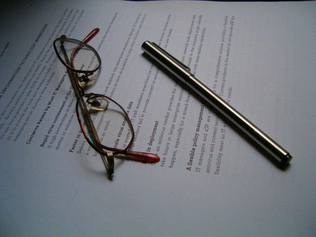 Бумага с ручкой