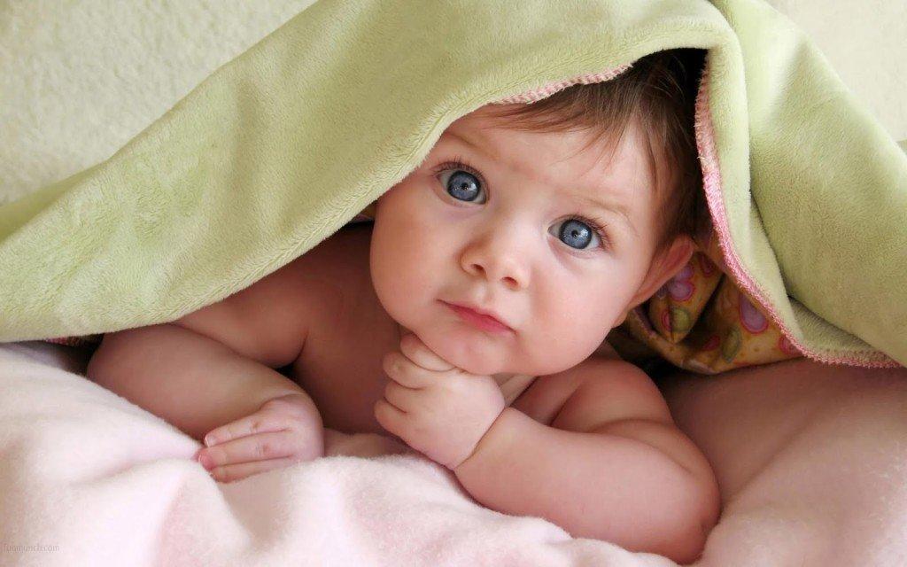 Ребенок под одеялом