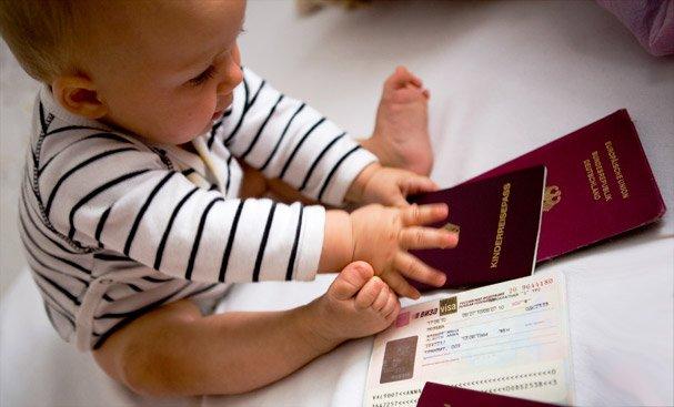 Ребенок с паспортом