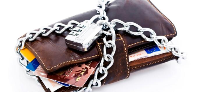 Могут ли приставы арестовать зарплатную карту, и что делать, если это произошло?