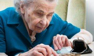 бабушка считает деньги