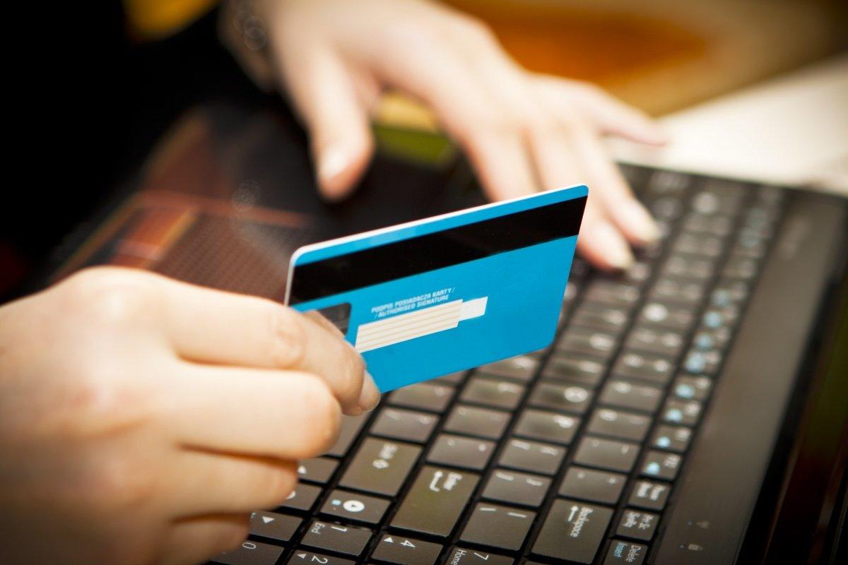 Изображение - Как оплатить коммунальные услуги через интернет kartochka-i-noutbuk