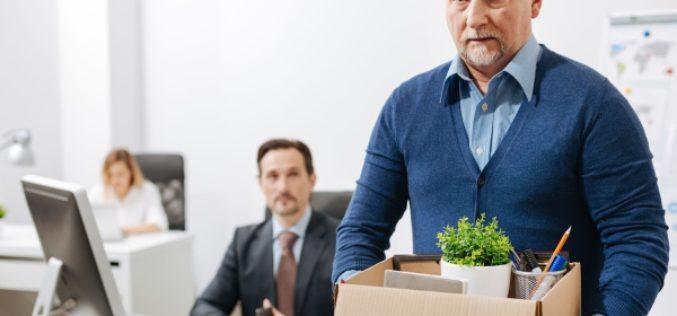 Как сотруднику-пенсионеру уволиться по собственному желанию?